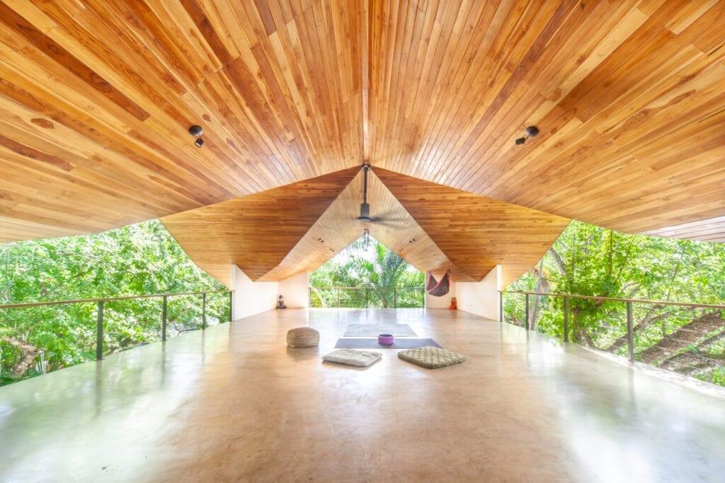 Welcome to the Nosara Tree House Yoga retreat